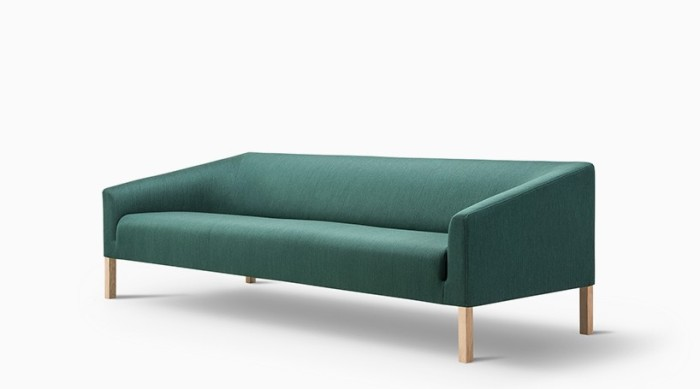 fredericia-jasper-morrison-kile-sofa-pon-coffe-table-taro-table-designboom-021-818x455
