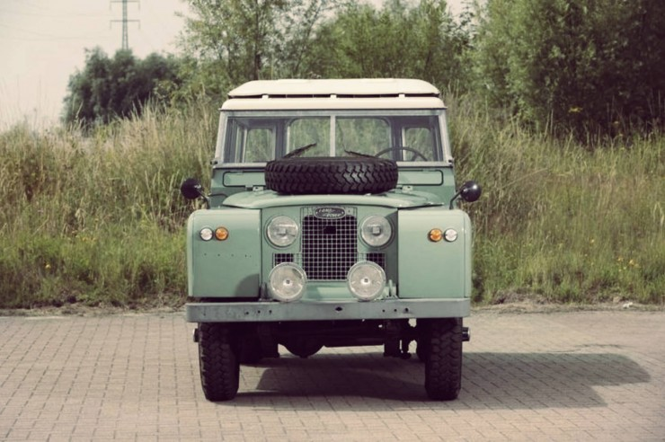 LAND-ROVER-SERIES-IIA-FRONT-PROFILE-740x492