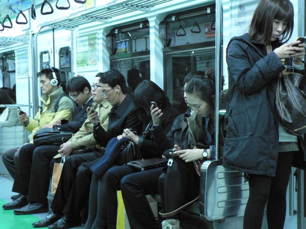 People-Staring-At-Phones-2